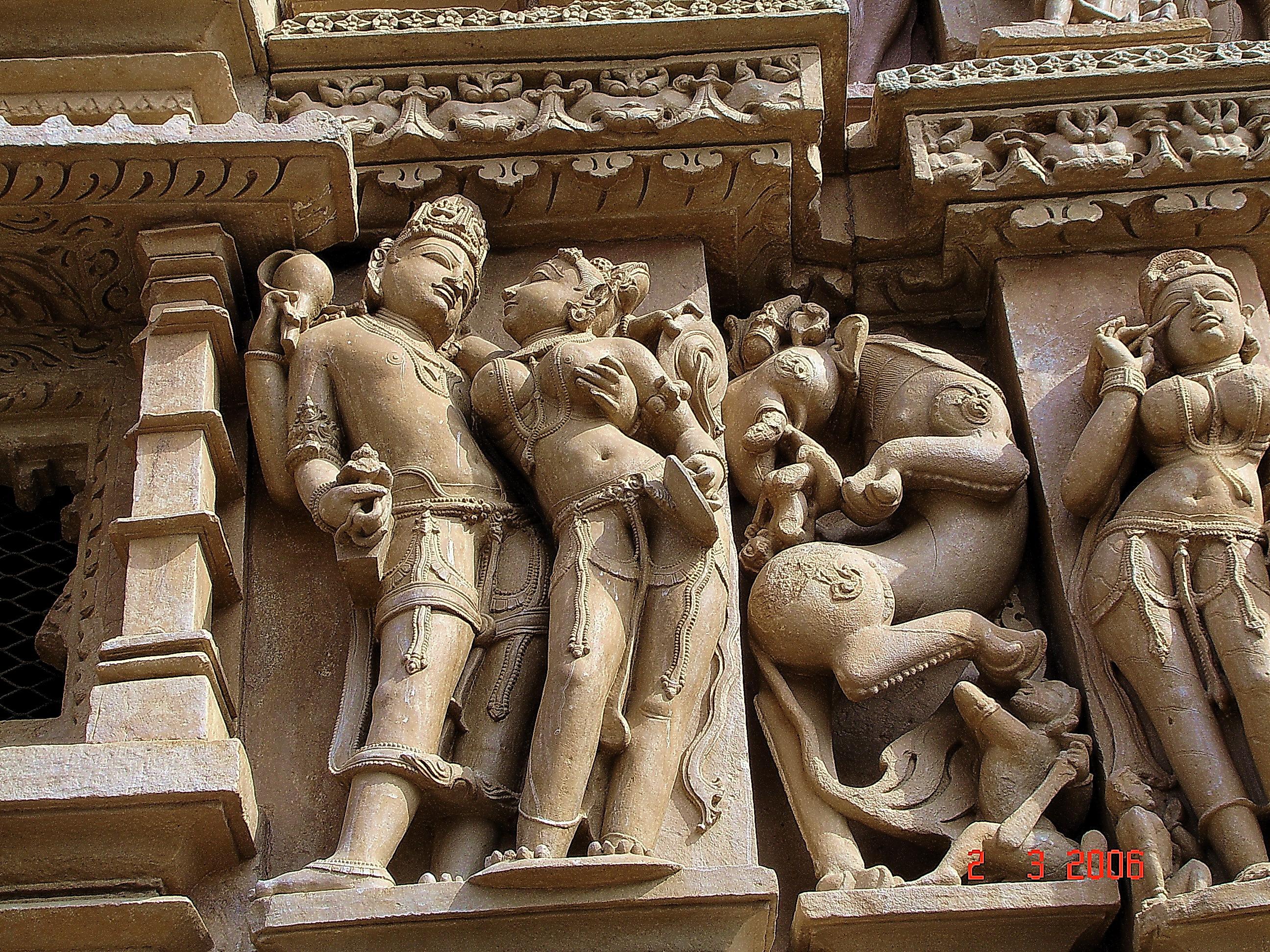 znamenitiy-indiyskiy-hram-seksa