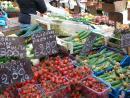 Рынок на небольшой пл., скрывающейся в узких улочках Рима.