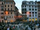 Piazza di Spania всегда многолюдная и шумная