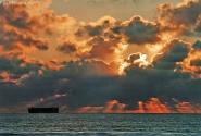 Небо, баржа, закат