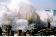 ВНИЗУ. Волна
