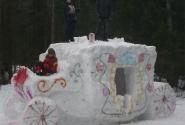Снежная скульптура - Карета.
