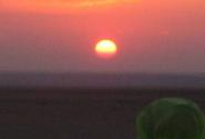 восход солнца в пустыне...