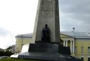 Монумент в честь 850-летия г. Владимира, Соборная площадь.