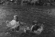 Температура воды в речке  - +13. Только самые отважные взрослые туда окунаются