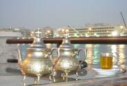 Мятный чай на набережной канала Дейры