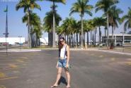 Александра на фоне пальм