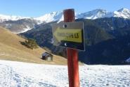Указатель на лыжню, которой нет.