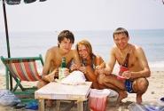 Прямо на пляже жарят вкусных креветок и кальмаров