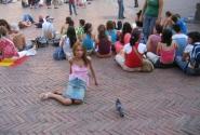 Сидеть на площади - к деньгам!