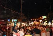 Главная улица на Патонге – Бангла Роуд. Здесь, наверное, по вечерам тусуется пол-острова..