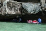 На морских каноэ - по пещерам...