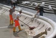 Монеты из фонтана выгребают и пускают на городское благоустройство – суммы выходят внушительные!