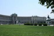 Хельденплатц - самая большая площадь в городе