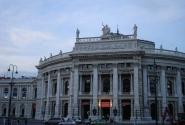 Бургтеатр – здесь до сих пор идут пьесы на классическом немецком языке