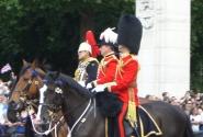 Принц Чарльз с охраной