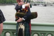 Волынщик на мосту