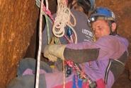 На репартидоре над 20 метровым отвесом во время спасработ в ожидании подхода носилок