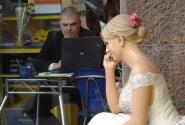 ... ну, сколько можно держать невесту на улице?