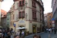 """Самый маленький отель в Праге """"Клементин""""(слева зеленый)"""