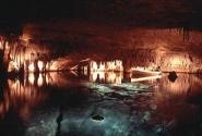 Cuevas del Drach (Драконовые пещеры)  Потрясающей красоты пещеры, в которых, сожалению, нельзя фотографировать (на фото: лодки с подсветкой, в которых сидят музыканты и играют что-то из старой классики