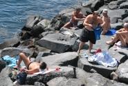 Дайверы отдыхают. На неапольском пляже