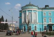 Выставочный зал Ильи Глазунова - можно и туда, но нам налево!