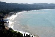 Тот самый пляж в Сухуме, где отдыхаещих расстреливал грузинский вертолет.