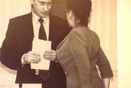 При общении с президентом И. ВИнер старается держать себя в форме. А как инача???