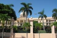 Президентский дворец, точная копия белого дома.