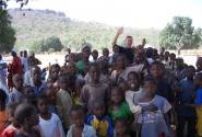 Гвинея, Матагания. Буквально сорвали уроки в Школе. Многие из этих детей белых не видели никогда.