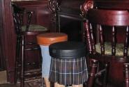 Кто-то очень веселый придумал такие стулья.