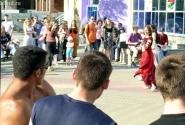 Танец живота на пешеходной улице – народу нравится!