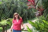 в парке орхидей и гибискусов