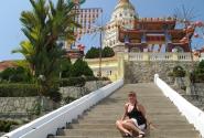 у храма Кек Лок Си