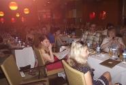 Блоггеры на конференции, а  люди пьют пиво и купаются