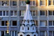 Вид на церковь из дома напротив