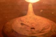 супружеская масляная лампа-контроль в помещении первой жены