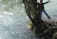 а это уже я чуть не упала в эту реку,в которую выпадает озеро Голубое