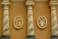 Леон. Барельефы на фасаде церкви Реколлексьон