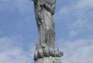 Статуя Девы Марии, попирающей Змия, на холме Панесильо.