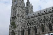 Неоготическая базилика в Кито