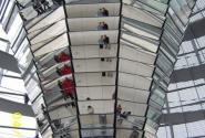 а это - вид изнутри, огромная колонна в центре винтовой лестницы-подъемника наверх...