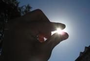 солнце ма-аленькое,а греет всё вокруг