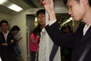 в метро-можно пройти через весь поезд, не выходя из него, а как чисто!