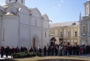 Очередь желающих приложиться к мощам Святого Сергия Радонежского.