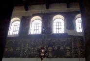 На стенах сохранилась часть мозаики.
