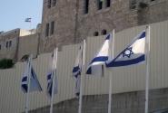 И везде - флаги, флаги, флаги