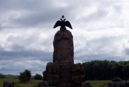 Памятники каждые сто метров...