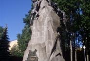 Смоленск. Памятник в центральном парке.